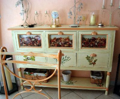 Buffets peints enfilades peintes meubles peints for Les artisans du meuble